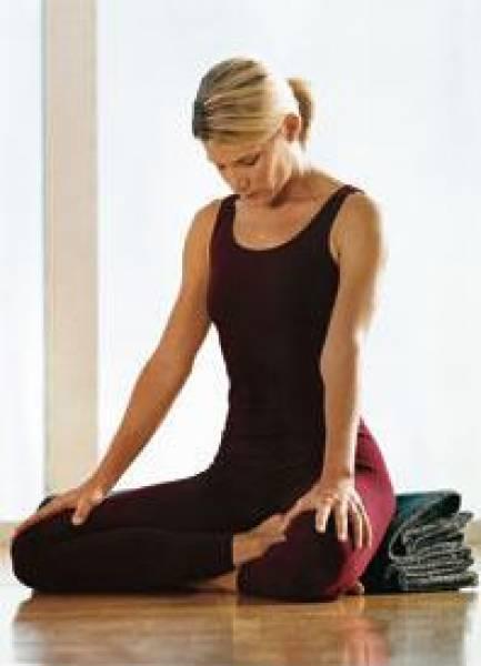 Понизить давление поможет йога